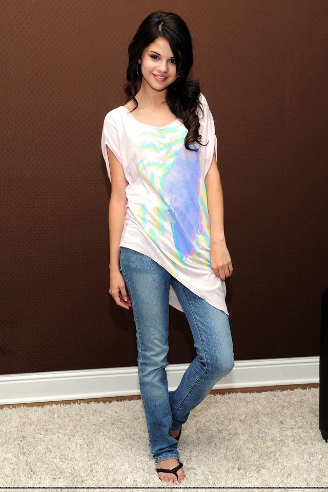 lynna2world: Teen Star World Selena Gomez