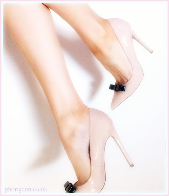 paper-dolls-bow-nude-court-shoes-legs