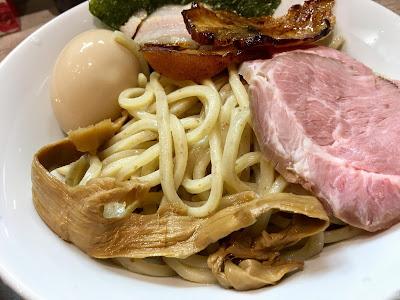 三軒茶屋にある麺GARAGE肉ヲ見ルのつけそばの麺