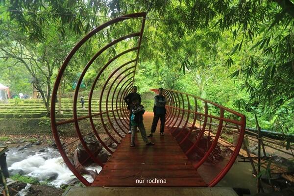 jembatan air terjun jagir