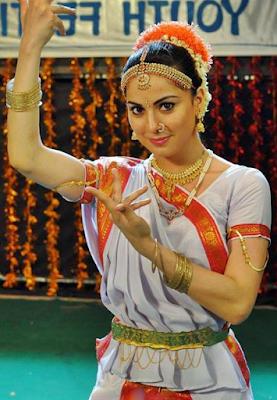 Wiki SHRADDHA ARYA aka PAAKHI