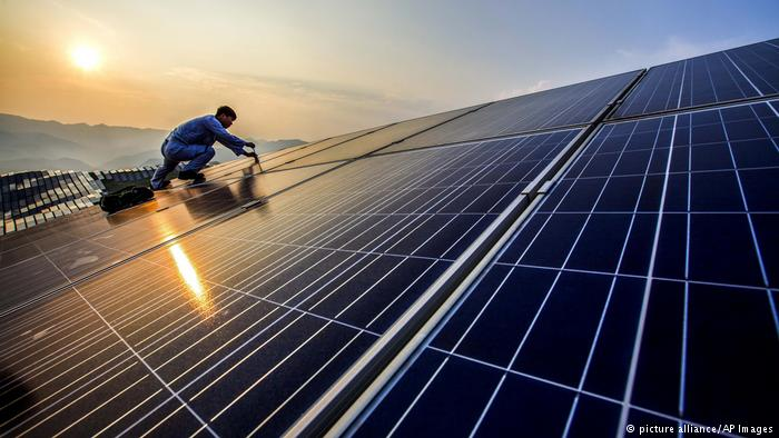 China Solarindustrie (picture alliance/AP Images)