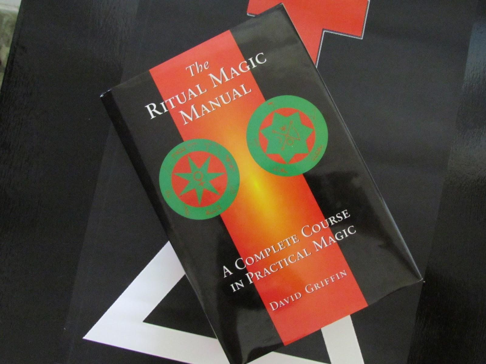 He recibido mi copia de The Ritual Magic Manual: A Complete Course in  Practical Magic (El Manual de Magia Ritual: Un Curso Completo de Magia  Práctica) ...