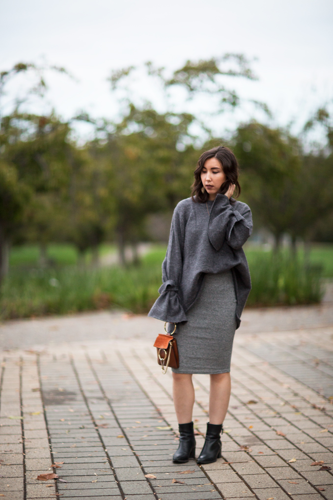 oversize gray sweater outfit