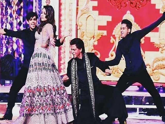 gauri-khan-shares-picture-from-isha-ambani-music-this-is-how-shah-rukh-reacts
