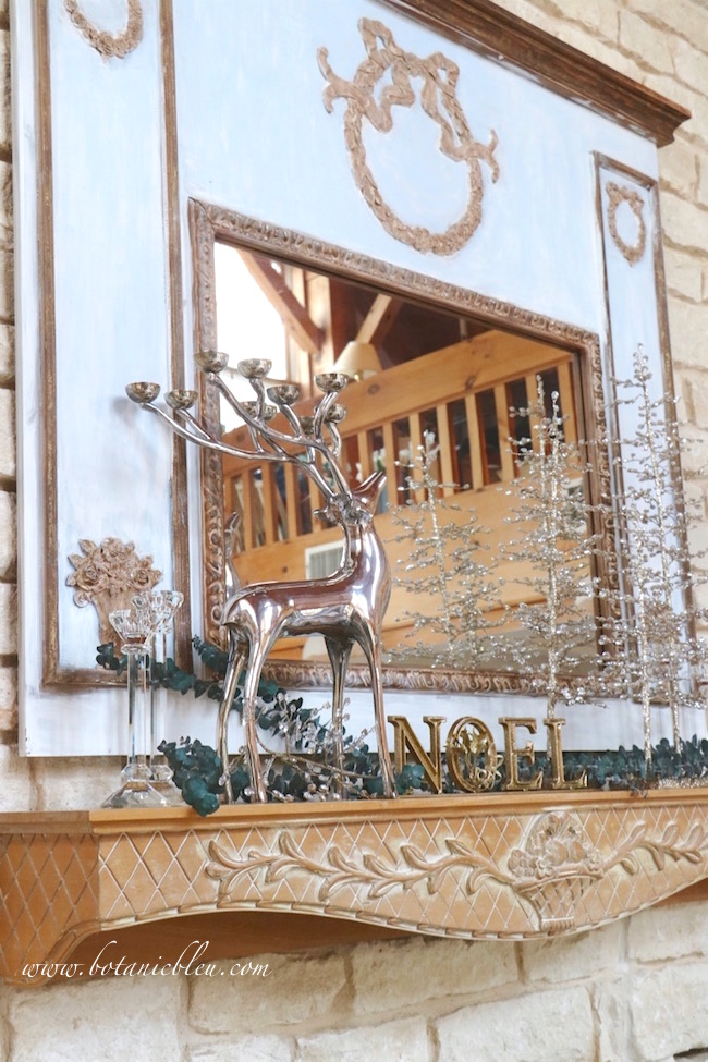 mantel-christmas-decorations-sparkle-noel-deer