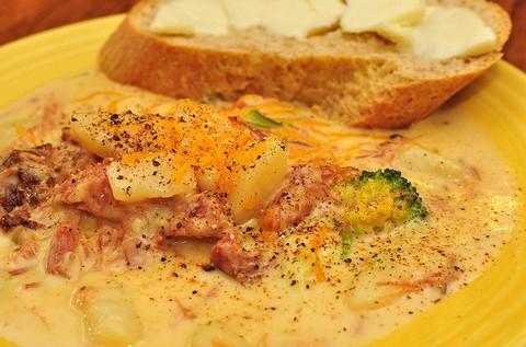 Cheesy Potato Soup with Cream and Broccoli