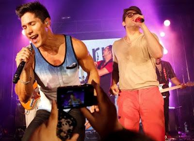Foto de Chino y Nacho en plena presentación
