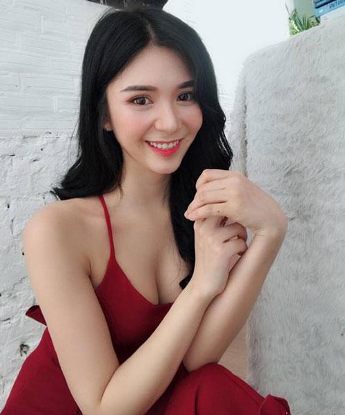 """Ngắm vòng 1 """"quá khổ"""" của người yêu cũ Quang Lê"""