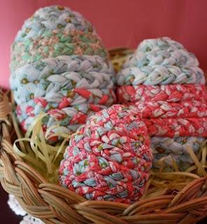 http://translate.googleusercontent.com/translate_c?depth=1&hl=es&rurl=translate.google.es&sl=en&tl=es&u=http://www.favecrafts.com/Easter/Braided-Easter-Eggs&usg=ALkJrhiK1X3iIkX0Uy-YgCDa09sFF6dDNg