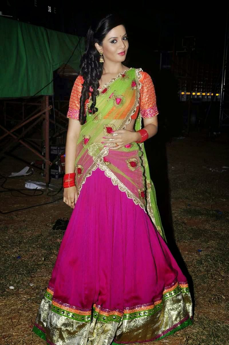 Anchor Sreemukhi Latest Stills In Pink Half Saree