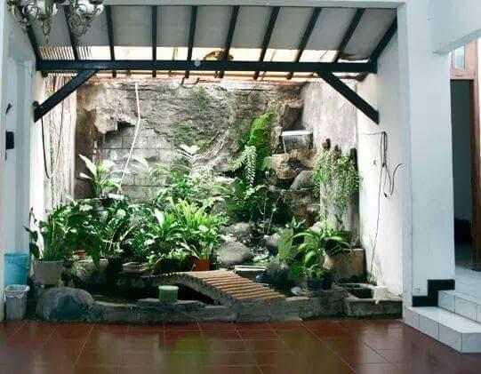 Taman Rumah Minimalis di dalam rumah tema alam