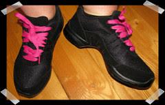 zapatillas rosadas con negro para bailar baile urbano, zapatillas cordones rosados,
