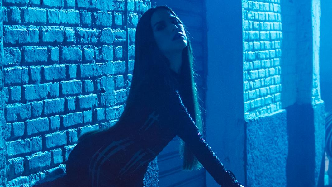 Em sua nova fase, a cantora retoma a carreira na música pop e, com ela, traz também o sobrenome Camargo outra vez.