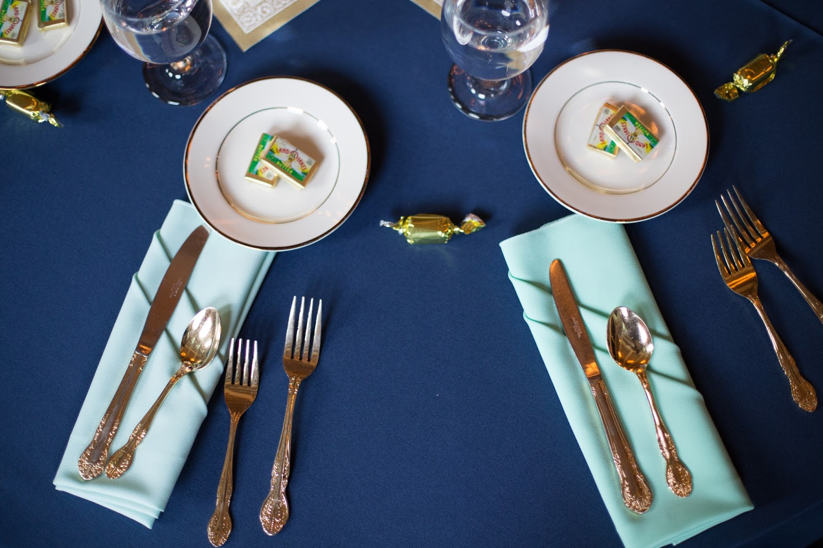 navy and mint tablescapes