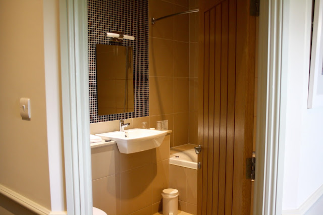 quy-mill-hotel-spa-cambridge-review-bathroom