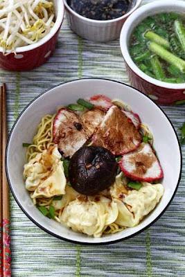Vietnamese Noodle Recipes - Mì Hoành Thánh Khô