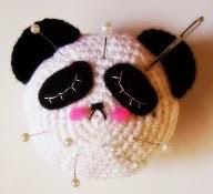 http://alasdecampanilla.blogspot.com.es/2015/04/patron-alfiletero-oso-panda.html