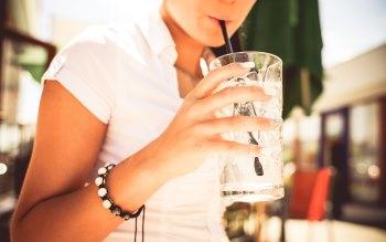 Wallpaper: Girl drink a lemonade