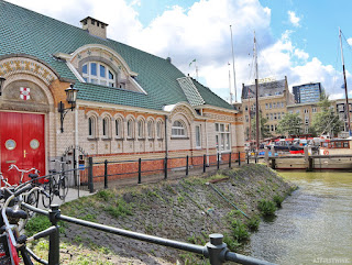 Rotterdam royal row and sail club house far