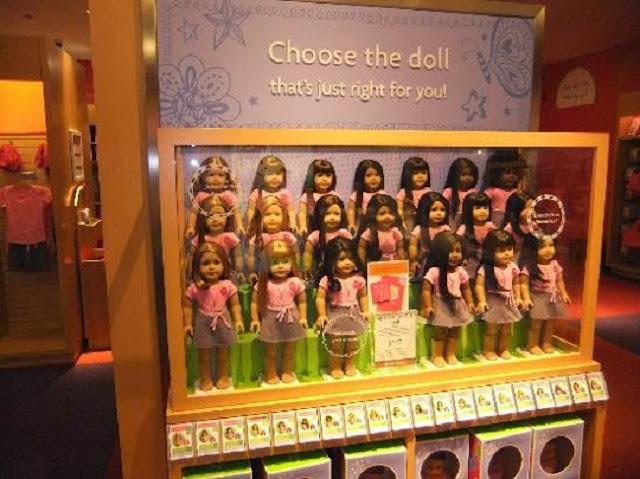 Produtos na loja de bonecas American Girl Place em Miami