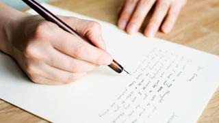 menulis surat lamaran pekerjaan yang sederhana