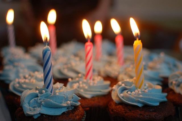 cup cakes com velas
