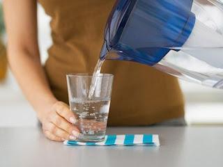 вода стакан девушка