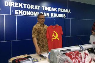 Dikabarkan Pihak Kepolisian telah berhasil menangkap Penjual Kaus Berlambang Palu Arit (PKI) - Commando