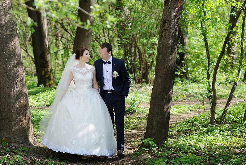 jaunojo apranga vestuvėms