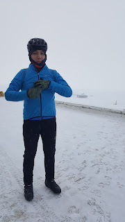 Зимняя Листвянка. Серега замерз