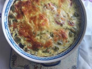 Cukinia zapiekana, z bobem, pomidorami, mozzarellą i rozmarynem