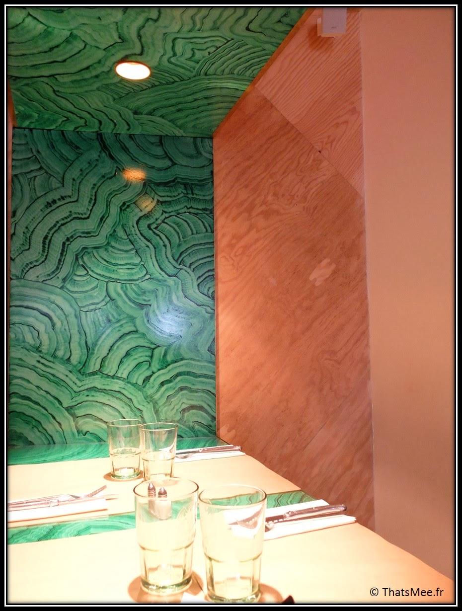 Brunch Le Wood Paris Woodbar Marais place Thorigny mur vert peint et bois déco, brunch a volonte Paris Marais Le Wood