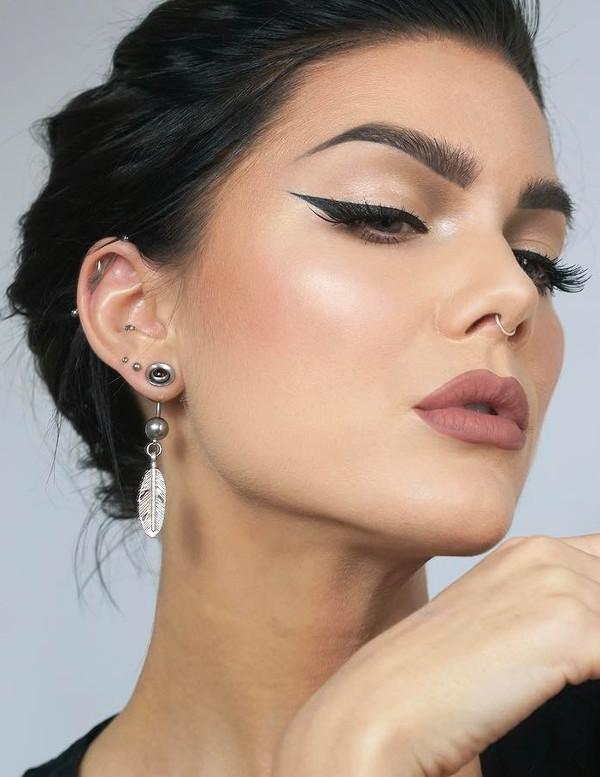 nude lipstick - 2017 beauty trend