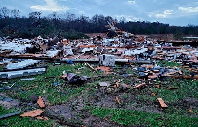अमेरिका के कई राज्यों में तूफ़ान से 11 की मौत, जनजीवन अस्त व्यस्त