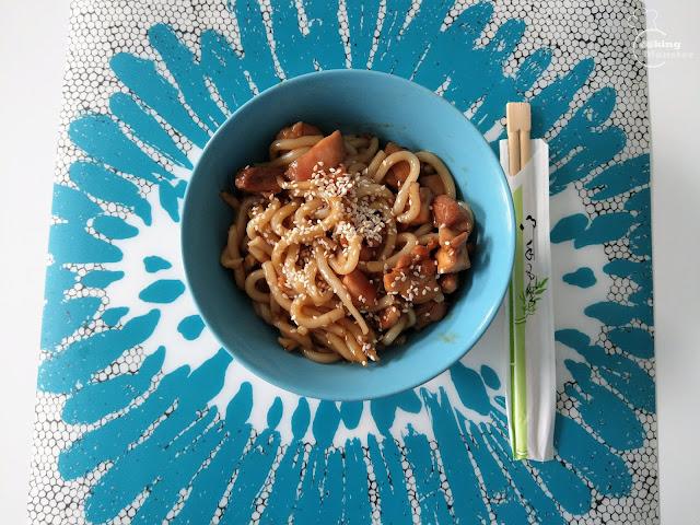 Kurczak teriyaki, makaron udon lub ryż i warzywa
