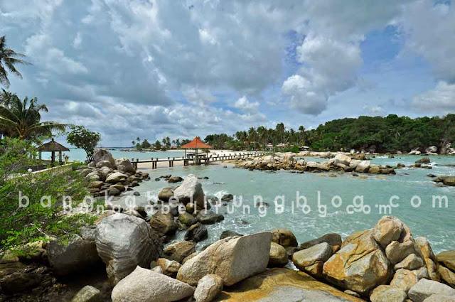 foto pantai parai tenggiri di pulau bangka