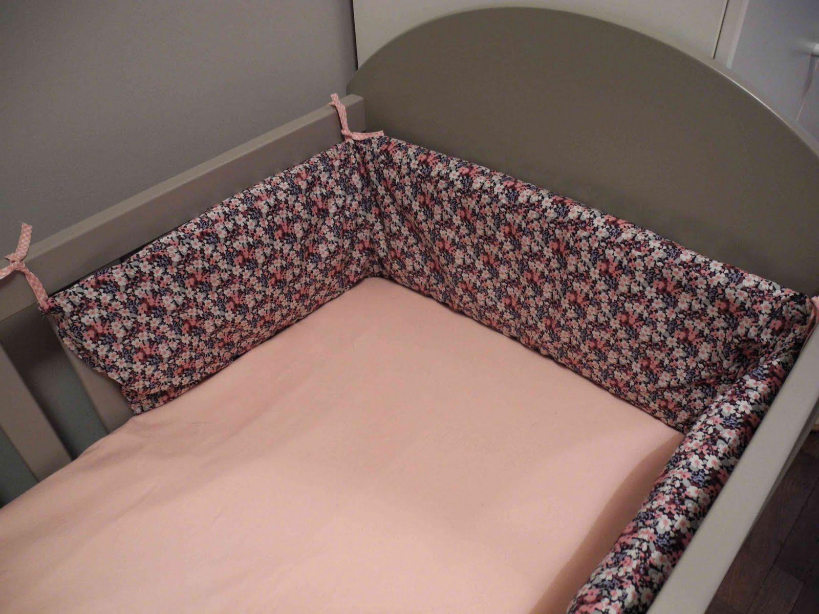il tait une fois dans la vie d 39 une fille tour de lit liberty. Black Bedroom Furniture Sets. Home Design Ideas