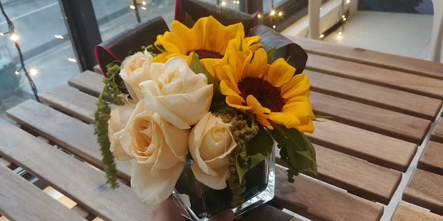 little flower hut review vase