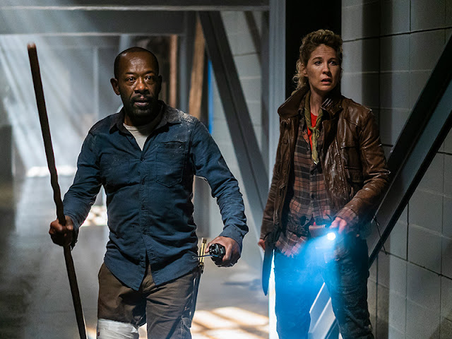 Morgan Jones (Lennie James) e Naomi (Jenna Elfman)  nell'episodio 8