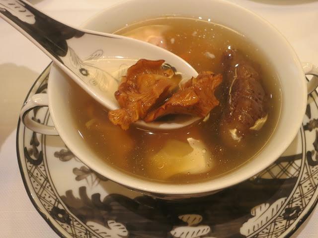 辽参鸡油菌响螺炖鸡汤