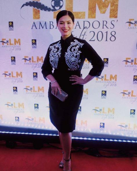 Angel Locsin Looked Stunning With The Veteran Stars At The Film Ambassadors' Night!