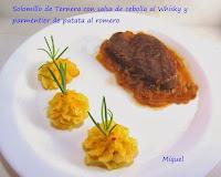 Solomillo de ternera con salsa de cebolla al whisky y parmentier de patata al romero