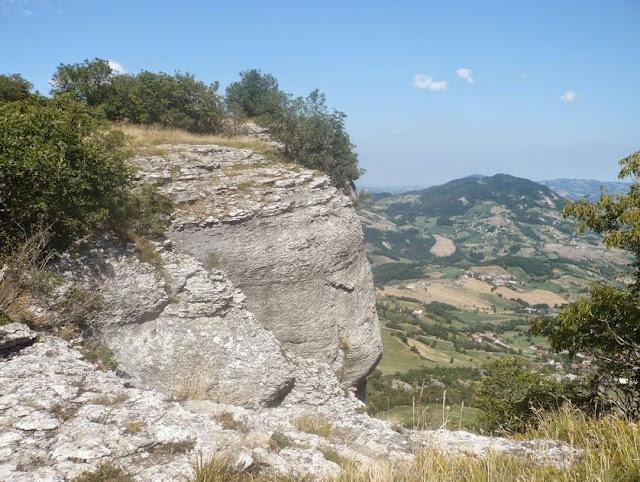 panorama dalla sommità della pietra di bismantova