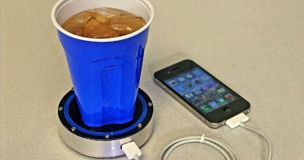 شحن الهاتف الذكي من خلال يدك , شحن الهاتف الذكي من خلال المشي , شحن الهاتف الذكي من خلال المشروبات الغازية , شحن الهاتف الذكي من خلال الدينمو , شحن الهاتف الذكي من خلال الدراجة , طرق غريبة , ثلاثة طرق مبتكرة لشحن هاتفك الذكي سوف تبهرك حقاً  | وداعًا للكهرباء , عالم التقنيات , وداعاً للكهرباء