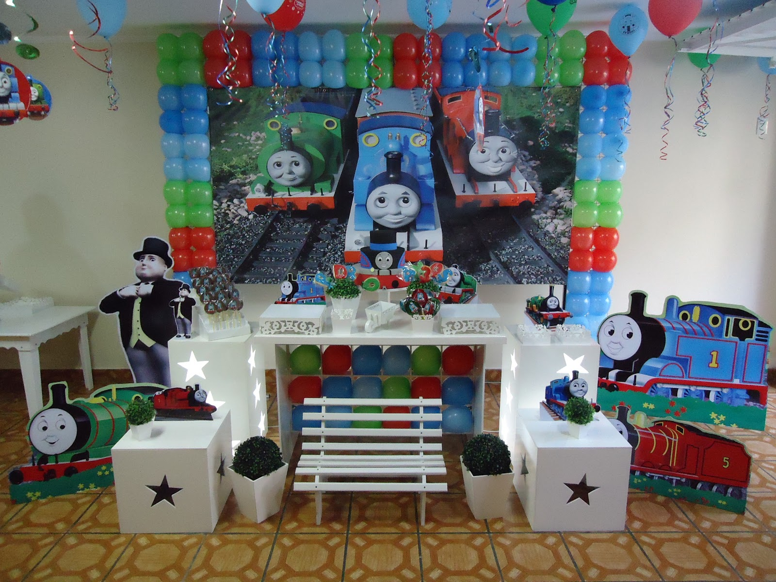 Decoracao Clean Abc Decoracao De Festa Infantil Thomas E Seus Amigos