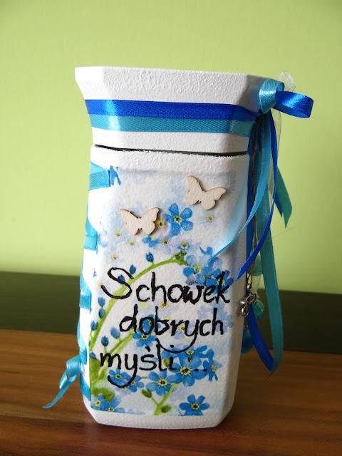 e521ad9895d8ba Mi się bardzo podoba, ale ja lubię niezapominajki :) i niebieski w sumie  też :) Schowek powstał ze słoika po kawie - wiadomo jakiej :P po kształcie  widać ...