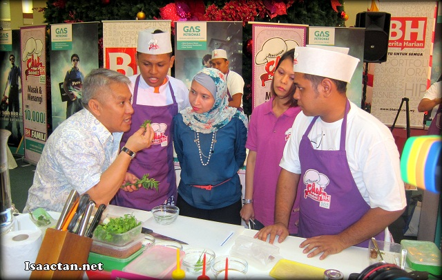 Datuk Chef Wan giving some personal pointers to the participants