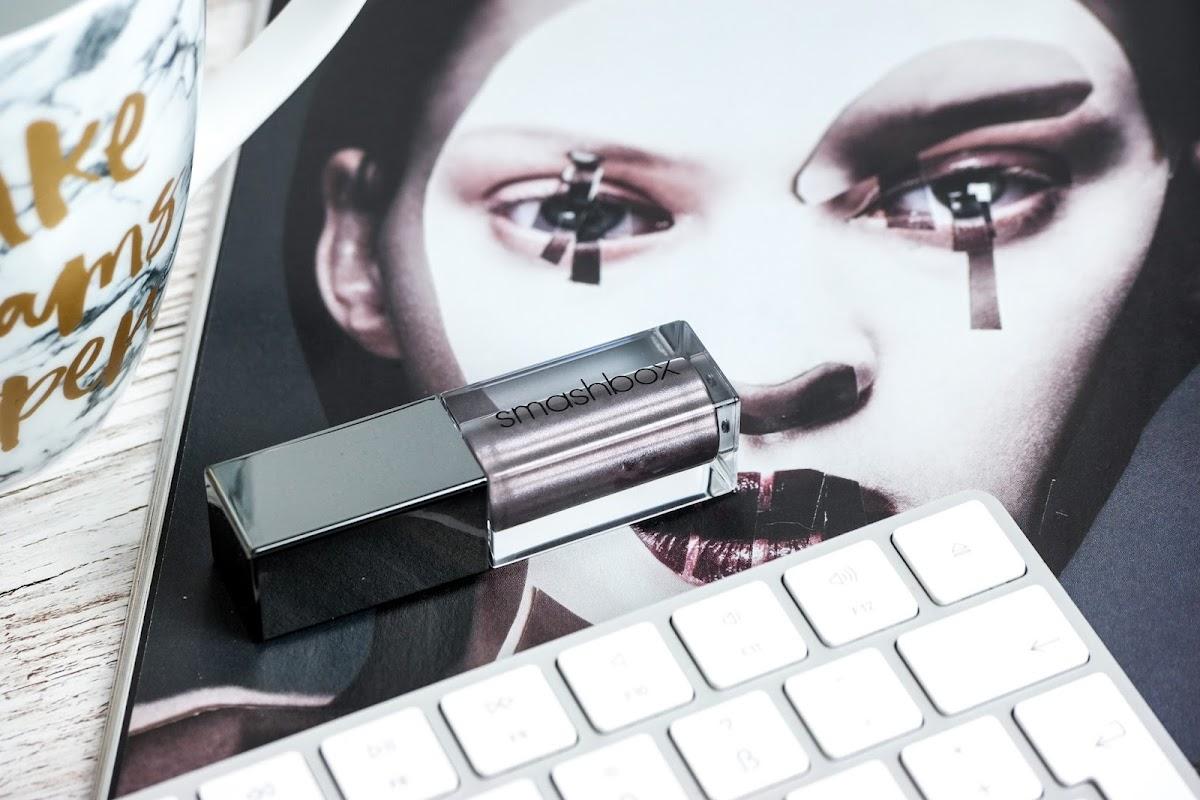 flüssiger Lippenstift Grau