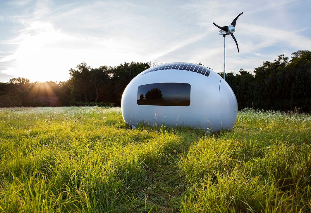 02-Ecocapsule-Architecture-with-Tiny-Wind-&-Solar-Powered-Off-Grid-Capsule-www-designstack-co